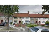 Lovely studio flat on the ground floor available in Dollis Hill, HB and DSS accepted.