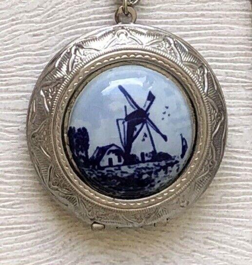 "Vintage Delft Holland Windmill Necklace & locket 22"""