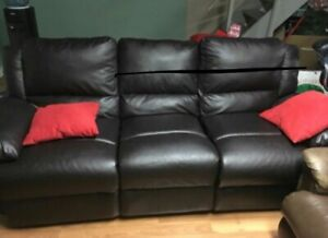 Free delivery: beautiful black leather couch set