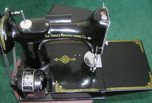 Singer Featherweight Sewing Machine with Carrying Case