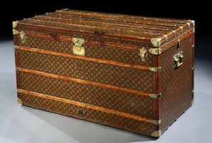 We want to buy a vintage Louis Vuitton Trunk