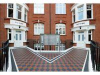 1 bedroom flat in Hamlet Gardens, Ravenscourt Park, W60