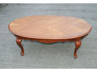 Oval Wooden Antique Style Coffee Table with Shaped Legs