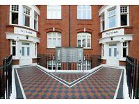 2 bedroom flat in Hamlet Gardens, Ravenscourt Park, W60