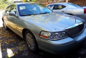 2007 Stately Lincoln Town Car