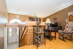 IN LAW SUITE WITH PRIVATE ENTRANCE+ LARGE BACKYARD++