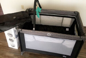 BILY Easy Go Play yard with Bassinet and Changer