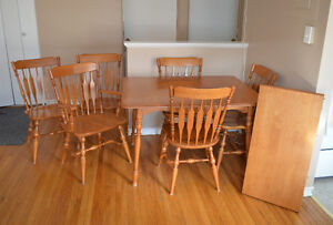 Beautiful Maple Table with 6 Chairs and Large Insert Kingston Kingston Area image 3