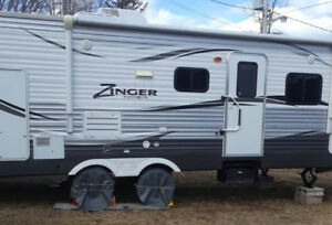 2015 - 25 ft Travel Trailer (Zinger) with slide out (Like new)
