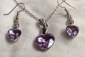 LIGHT PURPLE SPARKLY CRYSTAL NECKLACE & EARRINGS.