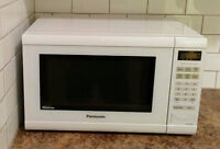 Panasonic 1.2 cu.ft. Mid-Size Inverter Microwave Oven