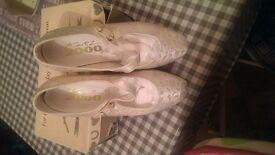 Girls cream gold shoes