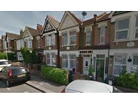 Avaialble Now 3 bedroom Terraced House in Chingford