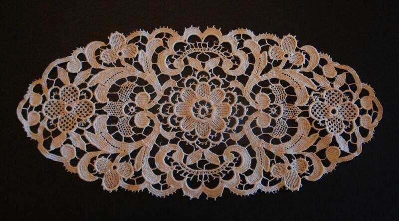 ANTIQUE FRENCH FLORAL LACE DOILY ~ INSERT