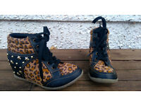 Girls wedge shoe/boots - size 2/34