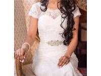 Stunning lace wedding dress size 6/8