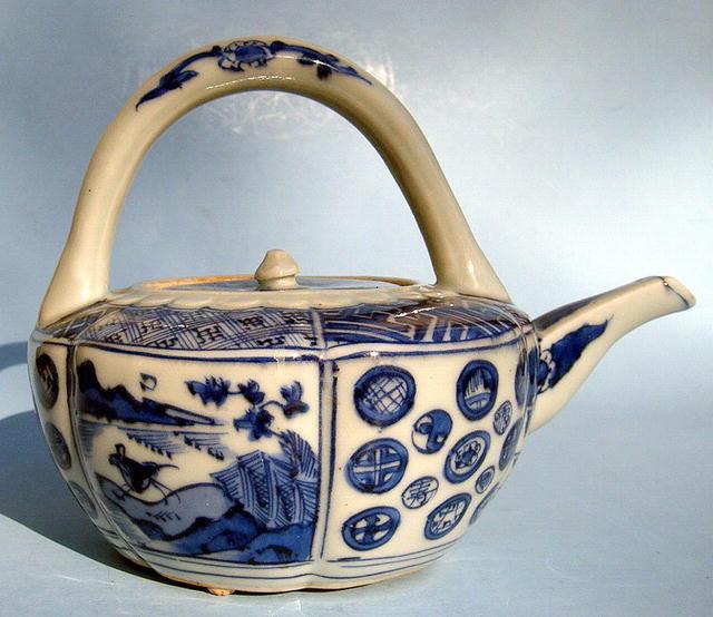 Early 1600s Genroku Edo Japanese Arita Hirado Sake Pot