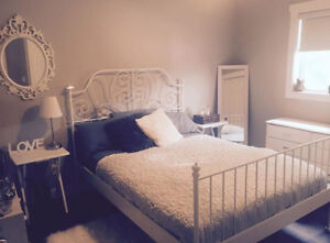 White metal bed frame (Queen)