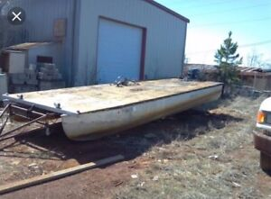 Wanted: Wanted. Old pontoon for renovation.
