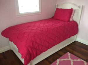 Twin Pink Duvet Cover (includes one matching pillow case cover)