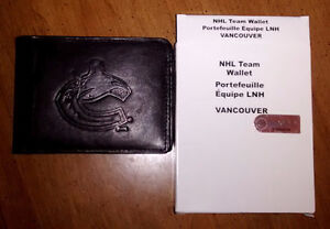 NHL Leather Wallet With Embossed Vancouver Canucks Logo – Black Downtown-West End Greater Vancouver Area image 2