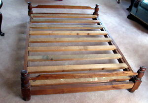 ANTIQUE PINE TRUNDLE BED PINE WITH WOODEN PEGS+WHEELS EXCELLENT