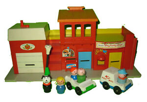Fisher Price #997 Play Family Village