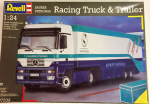 Revell Germany 1/24 Sauber Petronas Racing Truck & Trailer