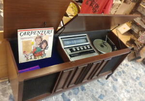1970s Phillips AM/FM Stereo Record Player Cabinet