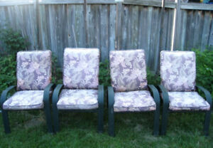 4 Outdoor Chairs + Cushions in quite good condition