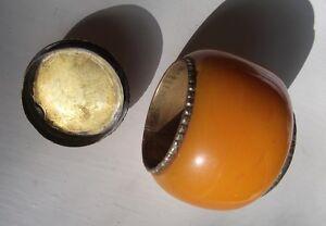 petit récipient avec couvercle en métal et ambre du Maroc