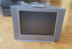 Beautiful 20 inch Sanyo CRT TV with remote (DS20424)