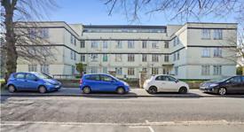 3 bedroom flat in Thornbury Court, Off College Road, Isleworth, TW7