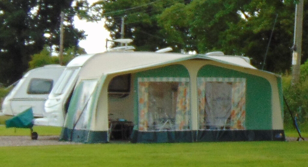 Apache Caravan Awning With Carpet And Storage Bags