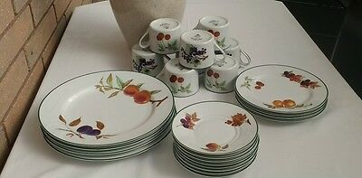 "ROYAL WORCESTER ""Evesham"" 24 Pieces Tea Set"