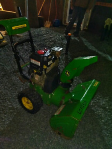 John Deere 726E Snow Blower *needs repair