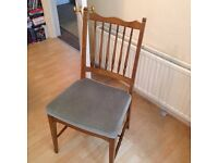 6x beautiful dining chairs (2 chairs are carvers)