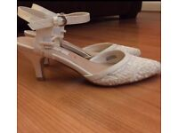 BRIDAL SHOES IVORY LACE SIZE 4