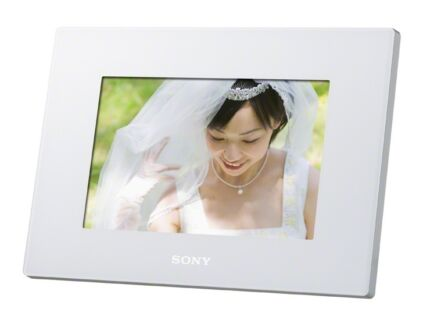 Sony Digital Photo Frame D720 DPF-D720/W Brand new, never opened!