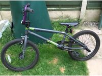 BMX MONGOOSE BIKE / BICYCLE (roughly age 10-14 depending on height)