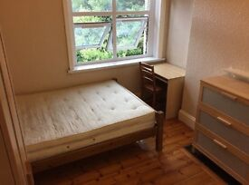 Great size double room in great location on old Kent road Elephant and castle two bathrooms cleaner