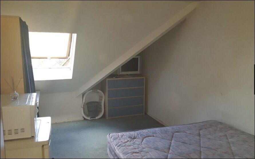 Fully furnished double room within a lovely house share in Bromley. All bills included.