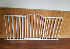 walk through baby gate in beige by summer infant - never used