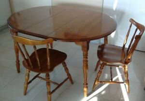 Beautiful kitchen/dining table with 3 chairs solid wood