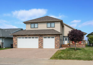 249 TRILLIUM RD | BEAUTIFULLY BUILT EXECUTIVE style home