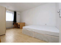 Double room available now in Mile End! Move in ASAP