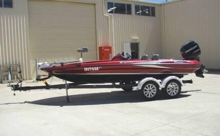 2009 TRITON 18 EXPLORER BASS FISHING BOAT