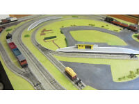 Hornby 6 feet x 4 feet Double Track Motorised Points Portable Layout with Locos Wagons etc