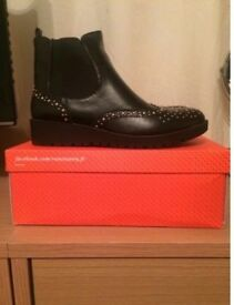 Brand New Vanessa Wu Chelsea Boot Size 7