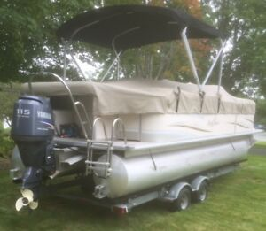 Pontoon Boat  excellent condition